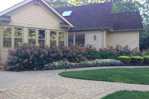 residential drive by Frate landscaping